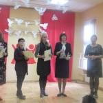 """Dalyvius sveikina komisijos pirmininkė Regina Bočkienė ir Palangos lopšelio-darželio """"Žilvinas"""" direktorė Rasa Jurgutienė"""