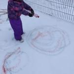 Kūrybinė veikla ant sniego.