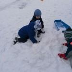 Norėjome pastatyti sniego pilį.