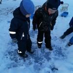 Išbandėme ledo tvirtumą, slidumą, šaltumą.
