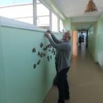 Keramikos būrelio vadovė Ineta ruošia eksponatus parodai