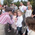 Mažyliui įdomu, ką vaikai veikia darželyje