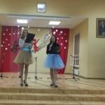 Konkurso vedėjos, šokio ir dainos kibirkštėlės Erika bei Sandra