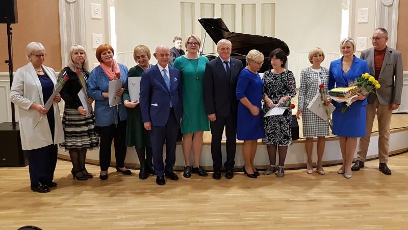 LR Seimo švietimo ir mokslo komiteto padėkomis apdovanoti Palangos mokytojai ir savivaldybės administracijos atstovai