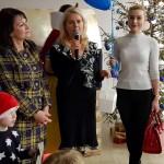 """Palangos Lions moterų klubo narės įteikia dovanas lopšelio-darželio """"Žilvinas"""" vaikams"""