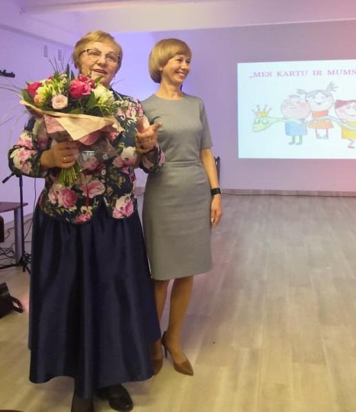 Regina Lelienė ir Rasa Jurgutienė džiaugėsi jubiliejine įstaigos veiklos sukaktimi