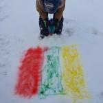 Trispalves piešiame ant sniego.