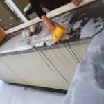 Ant palangės šąla mūsų balionai, o mokytoja, pildama vandenį ant siūlų, bando pagaminti varveklius.