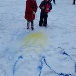 Neužmirštuoles galima kurti net ir ant sniego.
