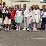Vaikai dėkoja darželiui už laimingas vaikystės dienas.